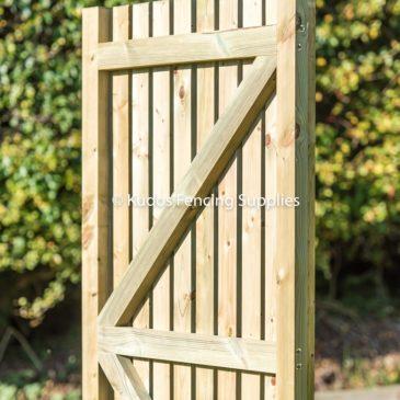 Timber palisade gate