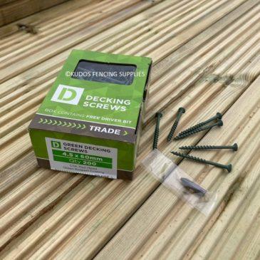 Box of green decking screws 4.5 x 60